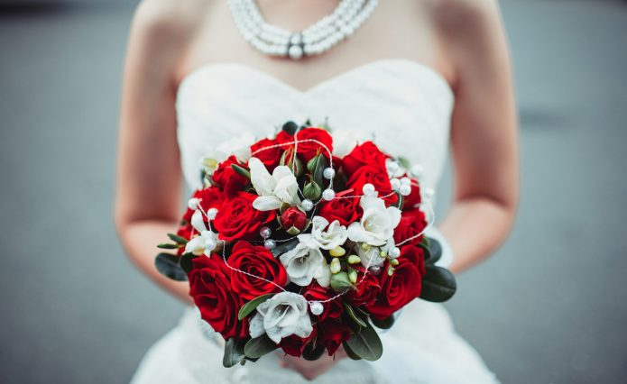 Свадебный букет в красных тонах