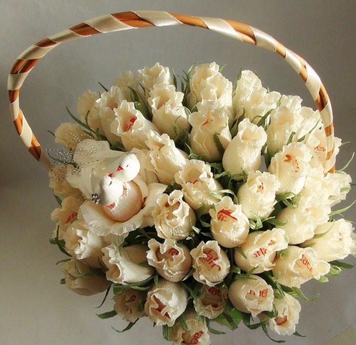 Шикарный букет сладких роз