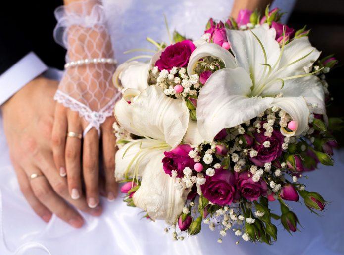 Лилии в свадебном букете