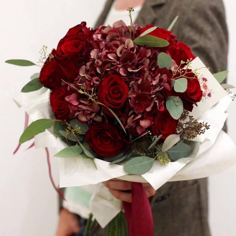 Мужские букеты с бордовыми розами, цветок