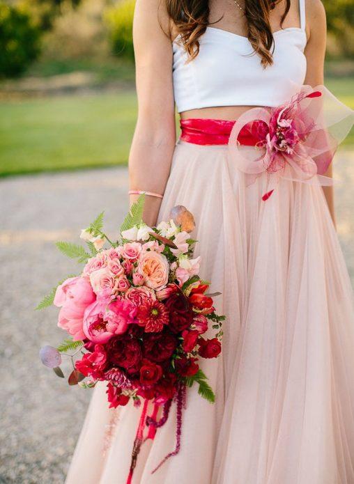 Свадебный букет в бордовых тонах
