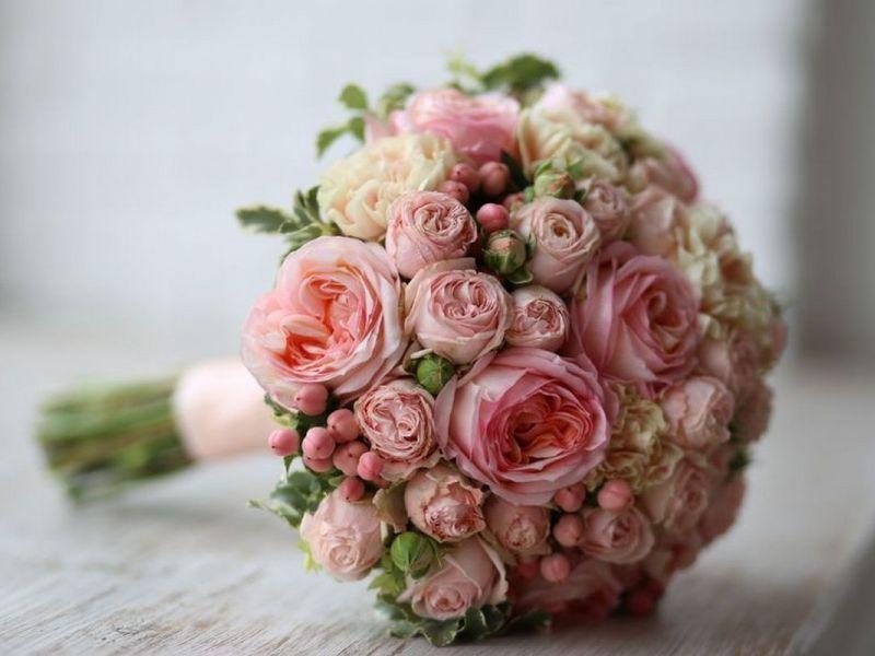 Пионовидные розы для букета невесты: нежный европейский стиль