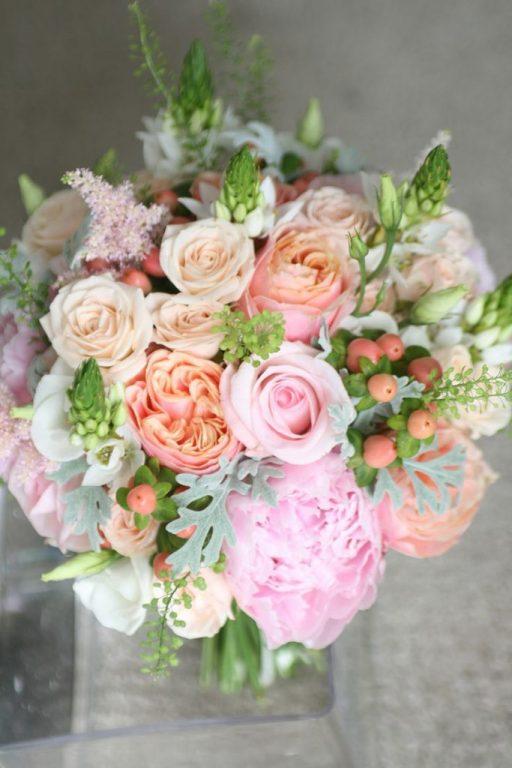Комнатные цветы, креативный букет для невесты из пионовидных роз