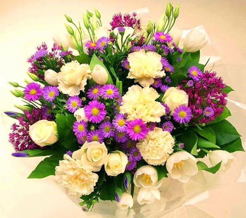 Удачный букет на день рождения: сколько цветов принято дарить