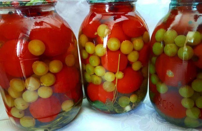 Виноград с помидорами