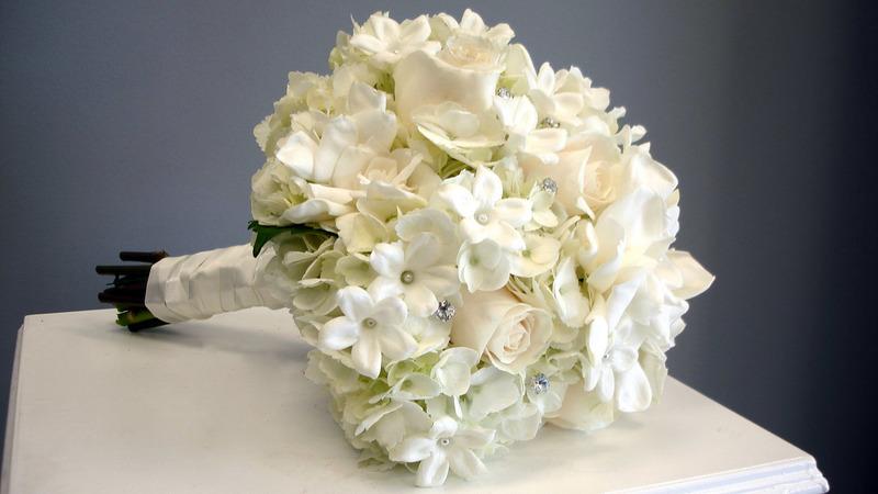 Белый букет невесты: значение и сочетание с нарядом