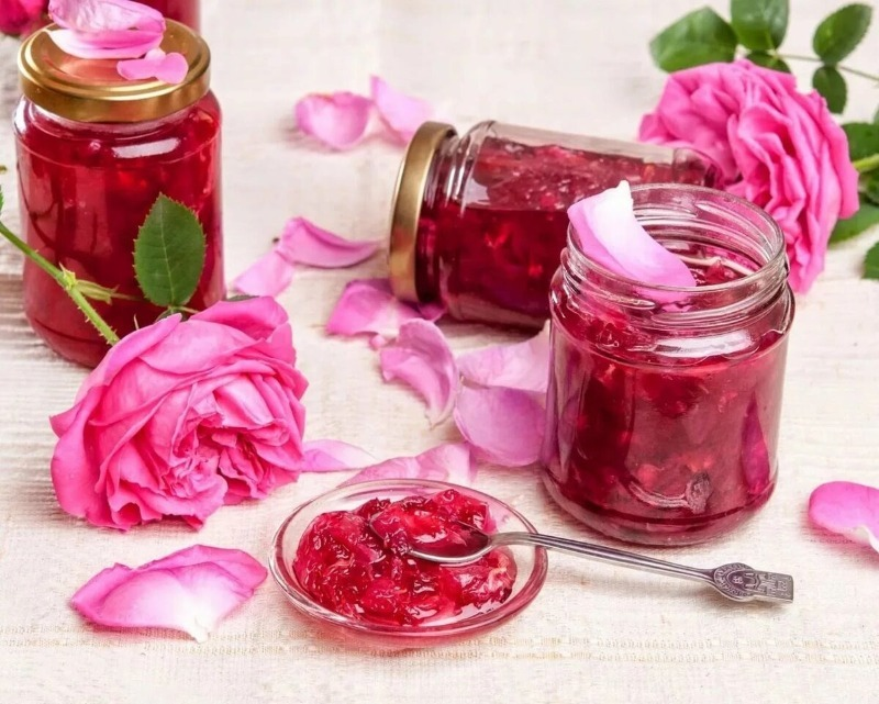 14 цветов с дачи, которые можно использовать в кулинарии