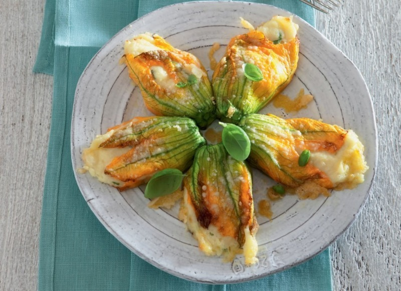 4 необычных блюда из цветов тыквы, которые стоит попробовать этим летом