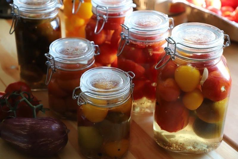Кроме соли и перца: зелень и специи, которые улучшат вкус любой заготовки