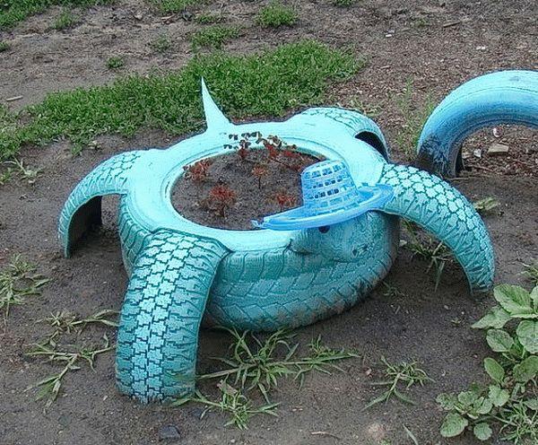Черепаха из покрышек - занимательная клумба для детской площадки