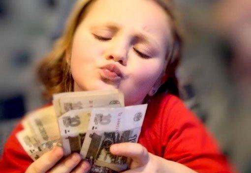 Мальчик истратил на подарок маме 50 своих сбережений 25